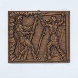 Houtsnijwerk voorstellende: twee mijnwerkers bouwen houten ondersteuning