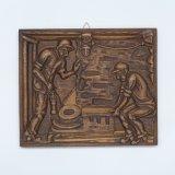 Houtsnijwerk voorstellende: twee mijnwerkers werken met een onderkerfmachine