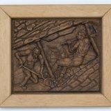 Houtsnijwerk voorstellende: twee mijnwerkers in steile pijler