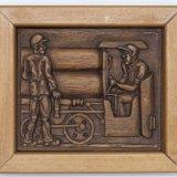 Houtsnijwerk voorstellende: twee mijnwerkers met persluchtlocomotief