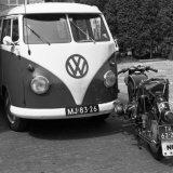 Aanrijding tussen VW bus en motor