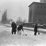 Sneeuwruimende mannen