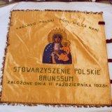 Zwarte Madonna van Czestochowa op vaandel rond 1960