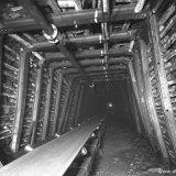 Mijngang met transportband ondergronds