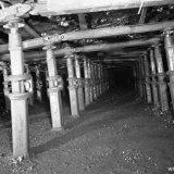 Ondersteuning met stijlen in een pijler ondergronds op de Staatsmijn Wilhelmina