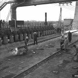 Het drukken van de eerste oven van de Cokesfabriek Emma 2 te Beek