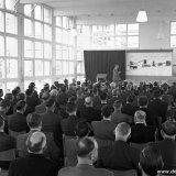 Ontvangst van medewerkers van firma's en aannemers bij gelegenheid van de opening van de Cokesfabriek Emma te Beek