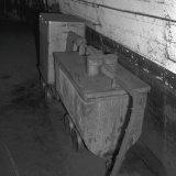 Stofzuiger op de laadplaats van de 730 meter verdieping op de Staatsmijn Hendrik