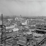 Melaminefabriek in aanbouw, op de achtergrond het Centraal Laboratorium