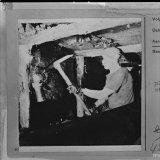 Mijnwerker met houweel, ondergronds Staatsmijn Hendrik