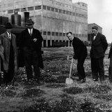 Eerste spade voor de bouw van de Cokesfabriek Maurits