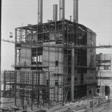 Ketelhuis 1 in aanbouw en demontage van het tijdelijke Schachtblok 2 op de Staatsmijn Maurits