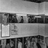 Eerste personentrek op de losvloer van Schacht 4 van de Staatsmijn Hendrik