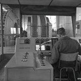 Luidspreker installatie voor directe gesprekken met de liftkooi van Schacht 4 op de Staatsmijn Hendrik