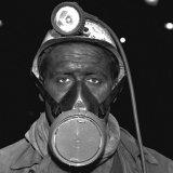 Ondergrondse arbeider met stofmasker op de Staatsmijn Wilhelmina