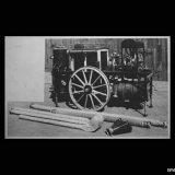 Reproduktie van een foto van het eerste schuimblusaggregaat uit 1932 van de Cokesfabriek Emma