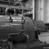 Twee gelijkstroommotoren van systeem 5 in de Compressorenhal van de Hogedruk Polyethyleenfabriek