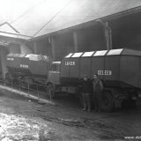 Vrachtautos bij de bulkverlading van Technische Ureum op het SBB