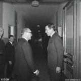 Bezoek Claus von Amsberg aan het Centraal Laboratorium