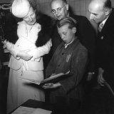 Bezoek Prinses Juliana aan de Mijnstreek. Bezoek aan diverse onderdelen bij de Oranje Nassaumijn II