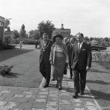 Bezoek Koningin Juliana aan de Schoenfabriek van het FvSI in Treebeek