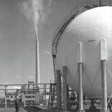 Bolvormige opslagtank voor ammoniak bij de Ammoniakfabriek op het SBB