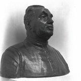 Borstbeeld van Dr. Poels op tentoonstelling Limburgse Kunst in het Raadhuis te Heerlen