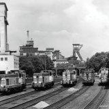 Vijf locomotieven op het terrein van de Staatsmijn Emma