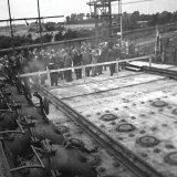 Het gezelschap op het cokesovendek bij de opening van Cokesbatterij D1 op de Cokesfabriek Maurits