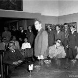 Indonesische gedelegeerden van de Ronde Tafel Conferentie op de kamer van de heer Bergstein
