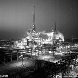Nachtopname van de Acrylonitrilfabriek op het SBB
