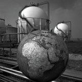 Tankenpark Lokatie Kunststoffen met globe op de voorgrond