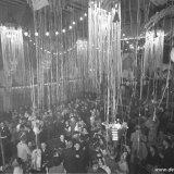 Carnavalsversiering in de zaal van het beambtencasino van de Staatsmijn Emma