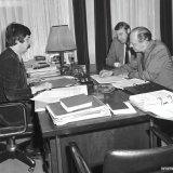 Ondertekening Akte van Oprichting van de DSM Limburg bv bij Notaris Tomlow te Heerlen. Namens DSM Mr. Heiden en Mr. Bingen