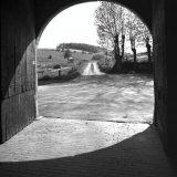 Openstaande poort van Hoeve De Bek bij Gulpen