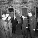 Installatie van Dr. Kortman voorzitter van de MIR, door W. van der Grinten, Staatssecretaris van Economische Zaken. Aankomst op kasteel Vaalsbroek