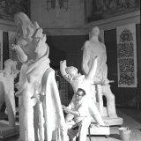 De kunstenaar Charles Eyck in zijn atelier gevestigd in de St. Andrieskapel te Maastricht