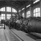 Perslucht compressor aangedreven door een gasmotor in het gascompressorengebouw van de Staatsmijn Hendrik