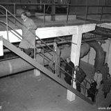 Bezoek van Z.K.H. Prins Bernhard aan de Zuurstoffabriek van de Cokesfabriek Emma 2. Links van de Prins directeur Van Aken en rechts President directeur Groothoff