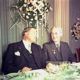 Minister van den Brink en President-Directeur Groothoff tijdens het offici?le feestdiner t.g.v. het 50-jarig Staatsmijnen jubileum in het Casino te Treebeek