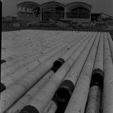 De drie werkplaatshallen bij de Cokesfabriek Emma in aanbouw