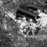 Het tot stand komen van de verbinding tussen de Staatsmijn Hendrik en de Oranje Nassau Mijn. Mijnmeters van de Staatsmijnen en de Oranje Nassau mijnen verrichten de eerste opmetingen
