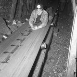 Pijler C2 Staatsmijn Hendrik - ploegbaas Sieler op de band naar de voet van de pijler