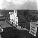 Nieuw Bunkergebouw op de Staatsmijn Hendrik gezien vanaf de nieuwe watertoren