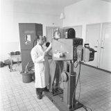 Nieuw Instituut voor longonderzoek in Treebeek. Het maken van contact opnamen van 35,5x35,5 cm met de Philips Super DN