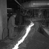 Het afsteken van slak in de Oxygasfabriek
