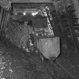 Laadwagen van het type Eimco 21 in actie aan het kolenfront op de Staatsmijn Maurits