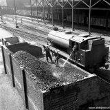 Bunkeren van kolen op de Staatsmijn Maurits