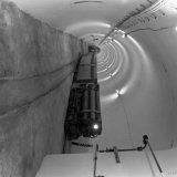 Laadplaats op de 325 meter verdieping van Schacht 4 te Schinnen. Zijlossers voor het vervoer van vulstenen naar de stijle vleugel van het zadel van Puth