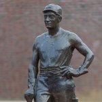 Een mijnwerker in brons
